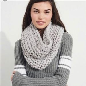 HOLLISTER knit infinity scarf